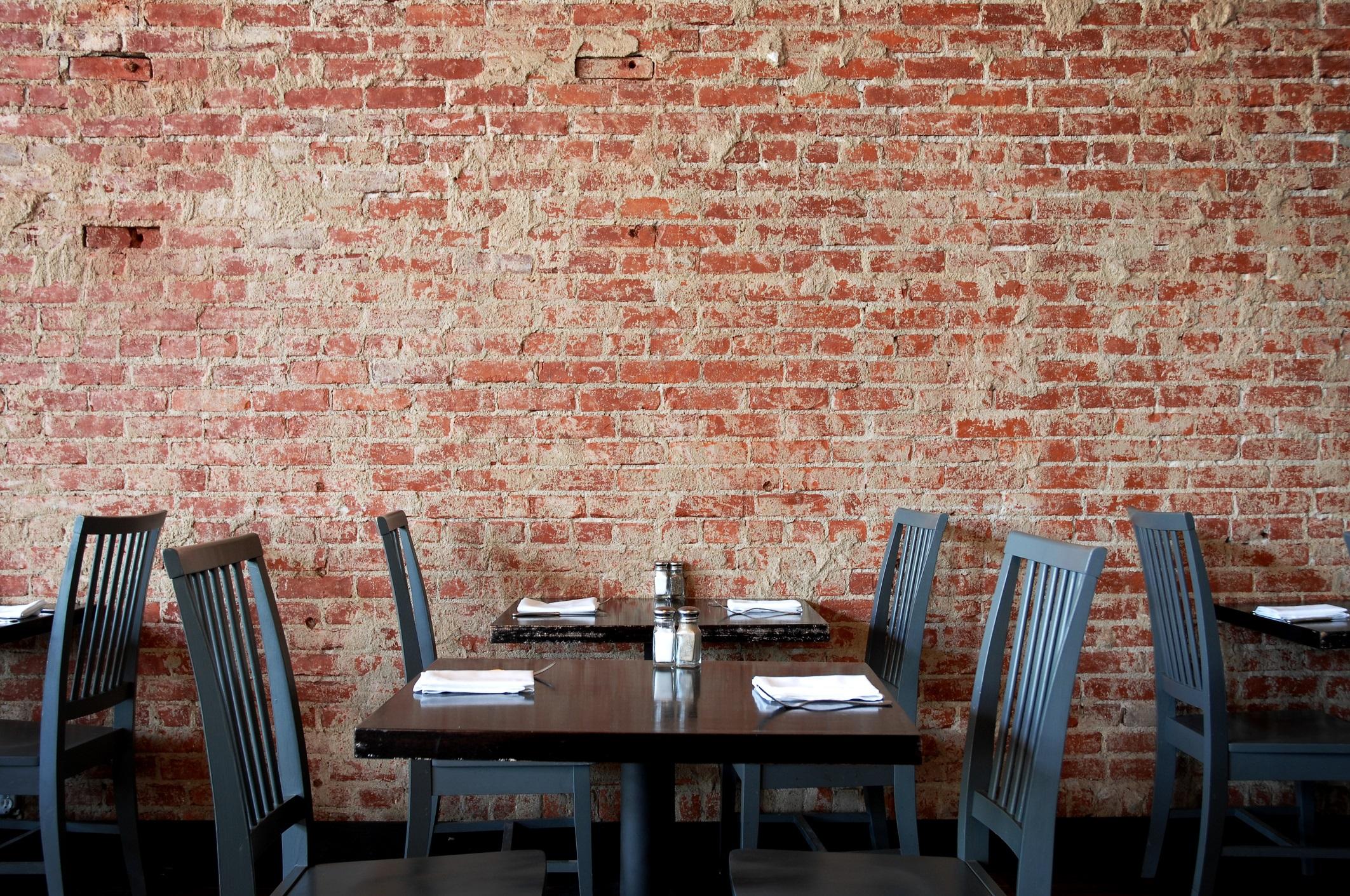 カフェではどんな席に座りますか?